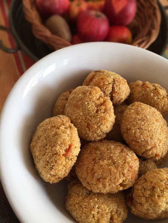 Polpette di miglio, lenticchie rosse, pomodori secchi, farina di ceci
